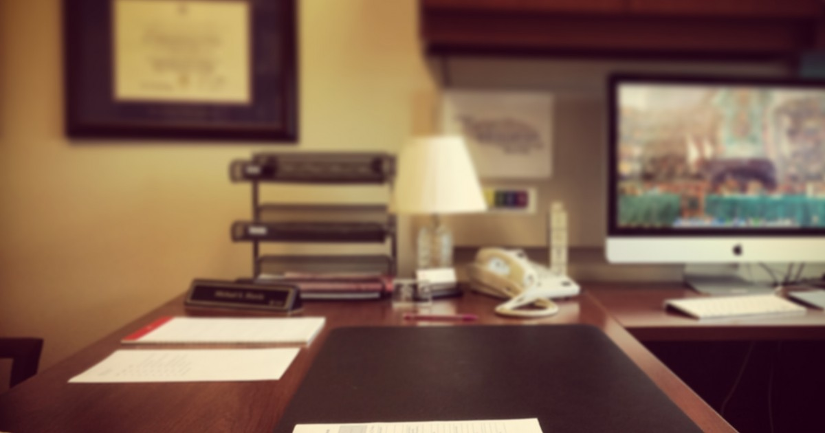 5 tips to keep your desk clean